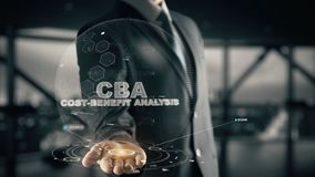 Analisi del CBA-Costo-beneficio con il concetto dell'uomo d'affari dell'ologramma Immagine Stock Libera da Diritti