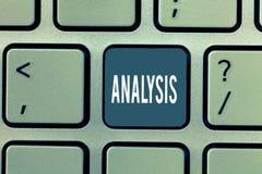 Analisi del testo di scrittura di parola Concetto di affari per la valutazione dettagliata dell'esame di tutto lo studio completo fotografie stock