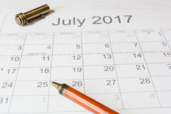 Analisi di un calendario luglio Fotografia Stock Libera da Diritti