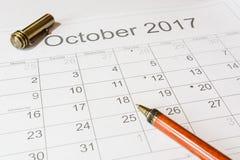 Analisi di un calendario ottobre Fotografia Stock Libera da Diritti