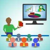 Analista/homem do negócio que apresenta os relatórios, as cartas e os gráficos e mostrando a analítica dos dados Foto de Stock