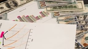 Analityka w księgowości Dolary i grafika wizerunki zdjęcia royalty free