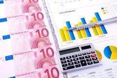 analiza sporządzać mapę pieniężnego pieniądze Fotografia Royalty Free