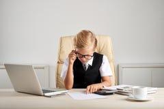 Analizować pieniężnych dokumenty Zdjęcie Royalty Free