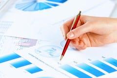 Analizować raport Zdjęcia Stock