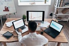 Analizzare le vendite fotografia stock
