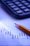 Analizzare un grafico commerciale Fotografia Stock