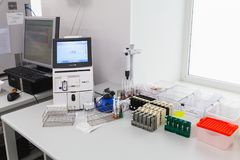 Analizzatore dell'acido-base e della composizione del gas immagini stock