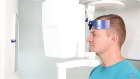 Analizzatore e paziente dei raggi x stock footage