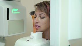 Analizzatore e paziente dentari dei raggi x video d archivio