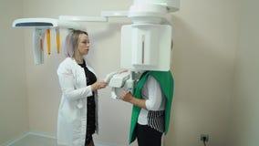 Analizzatore e paziente dentari dei raggi x stock footage
