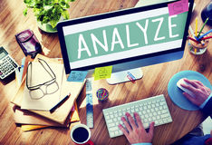 Analizzi il concetto di statistiche di pianificazione di informazioni di dati dell'analisi fotografia stock libera da diritti