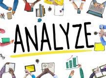 Analizzi la strategia di pianificazione dell'analisi di considerazione di valutazione concentrata immagini stock
