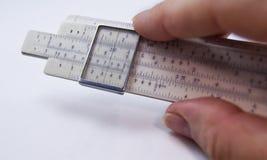 Analog dator för gammal slipstick för glidbanaregel för matematiska calcululs Arkivbild