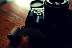 Analoge fotocamera en een film Royalty-vrije Stock Afbeelding