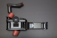 Analoge reflexcamera en broodjesfilm Royalty-vrije Stock Fotografie