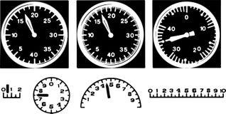 Analoge Schwarzweiss-Instrumente oder Geschwindigkeitsmesser mit Pfeilen für messende Geschwindigkeit lizenzfreie abbildung