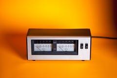 Analoge Spitze Effektivwertaudioenergie VU-Meter mit Nadel und LED Stockfoto