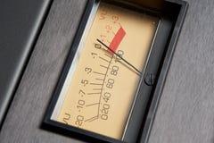 Analoges VU-Meter auf Audio-Hardware Lizenzfreies Stockfoto