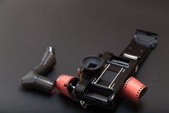 Analogowa refleksowa kamera i rolka film z kopii przestrzenią Obraz Royalty Free