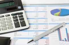 Analys av budgeten Arkivfoton