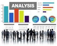 Analys som analyserar begrepp för statisitc för data för informationsstånggraf Arkivbilder