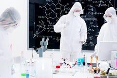 Analyse chimique de laboratoire Photos stock