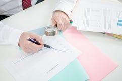 Analyse complète d'une courbe financière Photographie stock