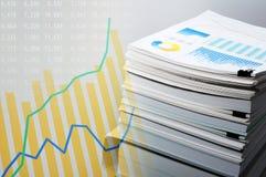 Analyse de documentation et de données Concept d'affaires Photos stock