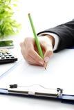 Analyse de données financières. Compte sur la calculatrice. images stock