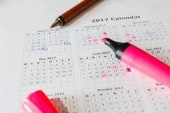 Analyse eines Kalenders lizenzfreies stockbild