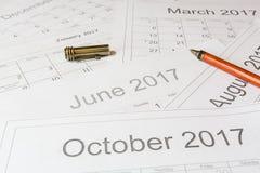 Analyse eines Kalenders stockbilder