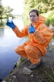 Analyse experte de l'eau Images stock