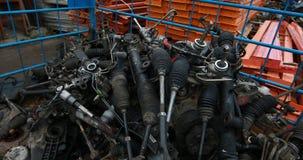 Analyse van de motor van een auto stock footage