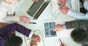Analyser des données commerciales image stock