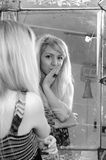 analysering av skönhetflickatonåringen Royaltyfria Foton