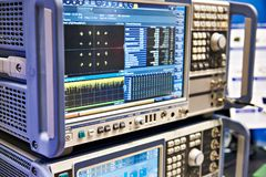 Analyseur de spectre de Digital et générateur de signaux Photographie stock
