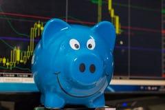 Analysieren des Börseen-Diagramms Lizenzfreie Stockfotografie
