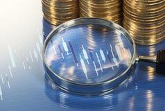 Analysieren des Diagramms mit Lupe Marktforschungsstudie Lizenzfreie Stockfotos