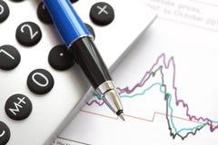 Analysieren von Finanzdaten Stockbilder