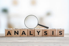 Analysis with a magnifying glass Royalty Free Stock Photos