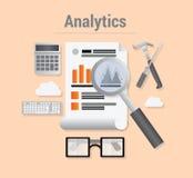 Analytics con datos y la lupa Imagenes de archivo