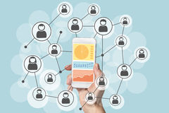 Analytics en gegevenswetenschap van sociale netwerken met mobiel apparaat Royalty-vrije Stock Fotografie