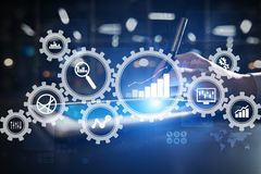 Analytics grande de los datos Concepto de la inteligencia empresarial del BI con los iconos de la carta y del gráfico en la panta fotos de archivo libres de regalías