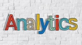 Analytics y pared de ladrillo en el fondo imagen de archivo
