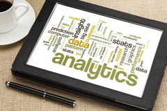 Analyticsordmoln på den digitala minnestavlan Arkivbild