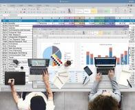 Analytik, die Nomogramm-Berichts-Konzept gedanklich löst Stockfotografie