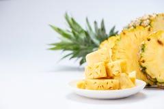 Ananas affettato isolato su priorità bassa bianca Immagini Stock Libere da Diritti