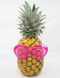 Ananas avec les verres roses Photos libres de droits