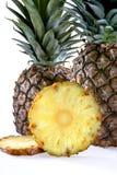 Ananas con due fette Immagini Stock Libere da Diritti
